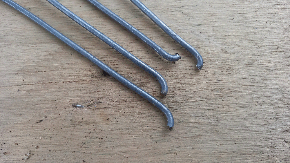 camoda chair construction - the holding wire being bent