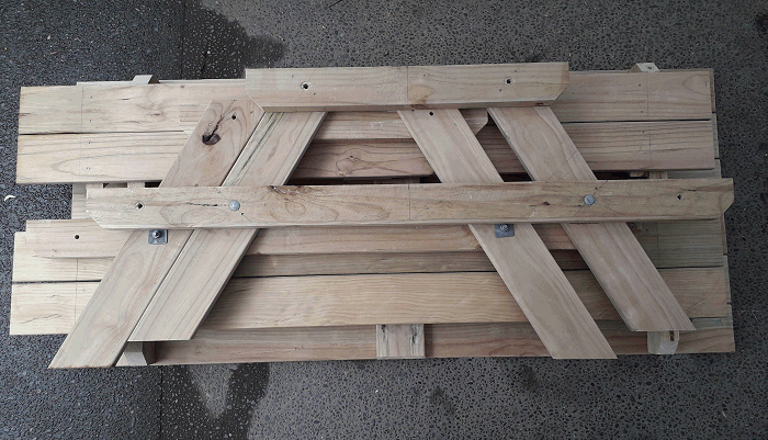 picnic table made to a flatpack